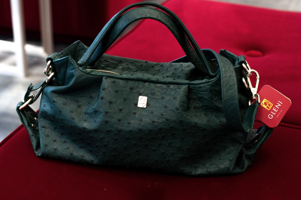 Medium size handbag in dark green color by GLENI