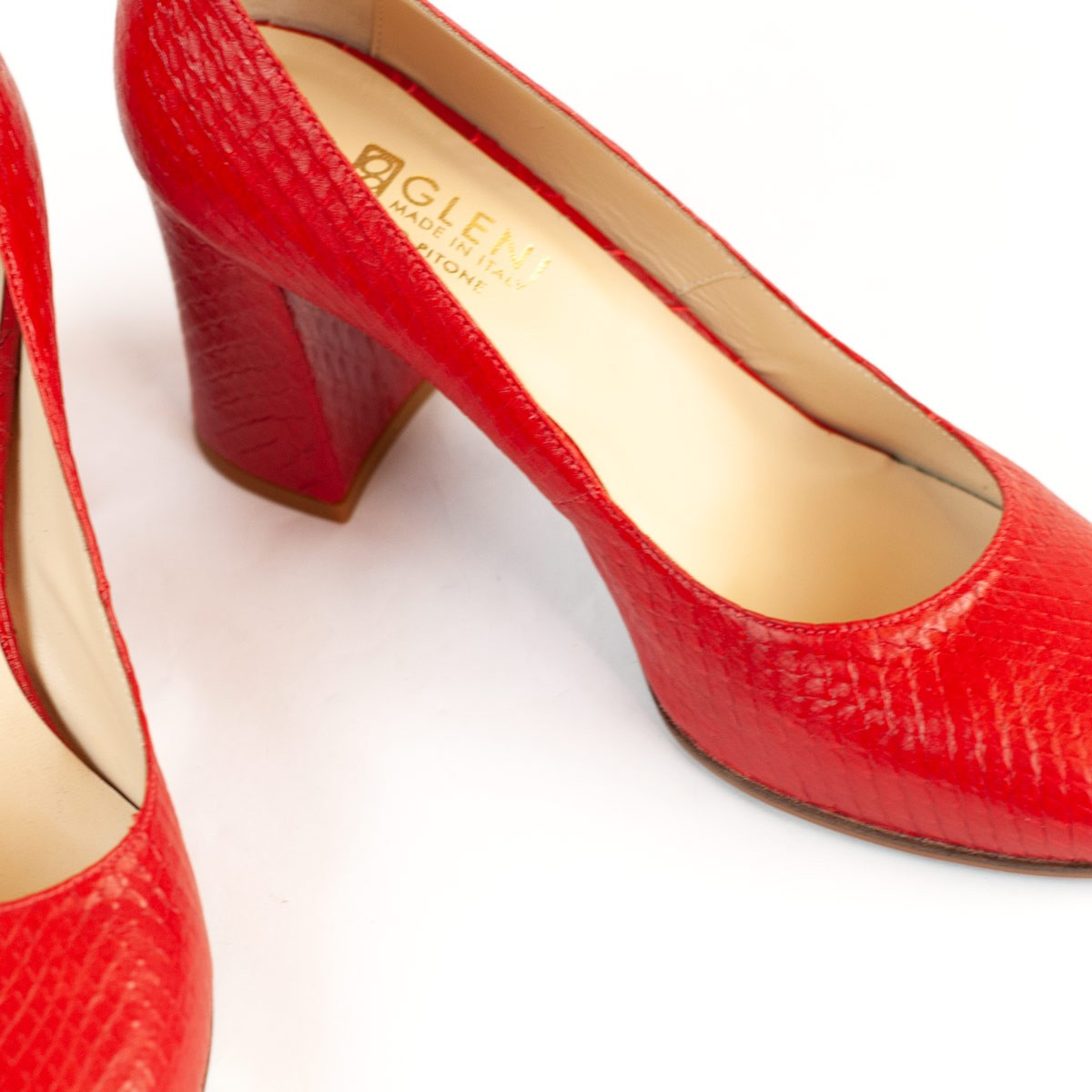 Dorothy in coquelicot front-cut python