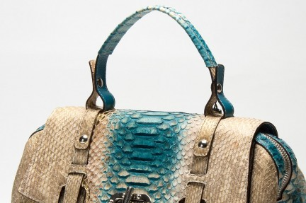 Outlet for luxury handbags in exotic leather
