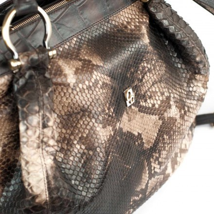 Soft bag in back cut python in cappuccino color - details of the leather GLENI