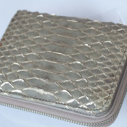 wallet for woman in turtledove tonality