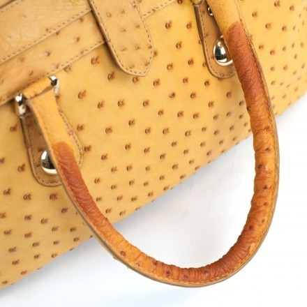 Details of the discounted handbag due to defects - stains