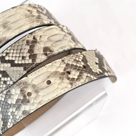 Belt in matte roccia reticulated python leather