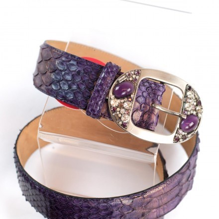 Belt in genuine python leather with an oval buckle enriched by stones