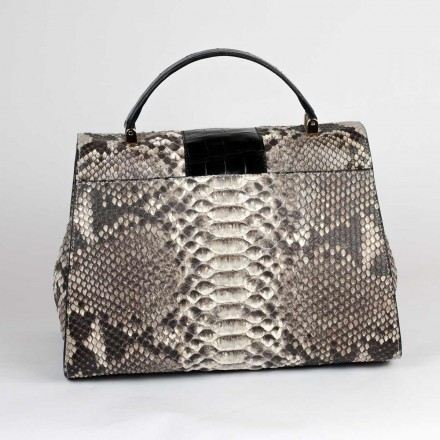 Dama in python and crocodile - back
