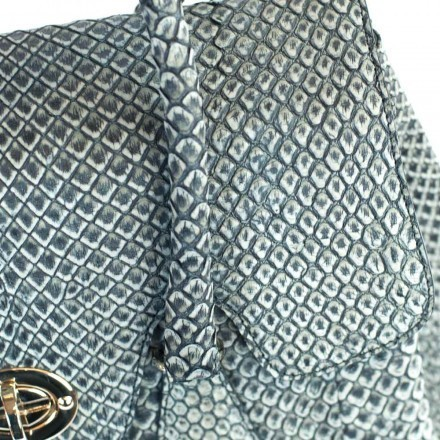 Details of the scales - Anaconda leather of the Dedizione