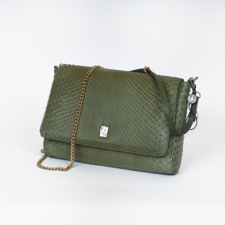 Giulia, green clutch